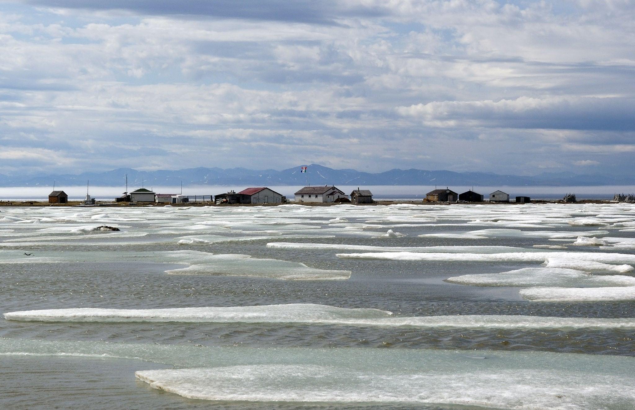 2048px-Herschel_Island_Yukon_Pauline_Cove