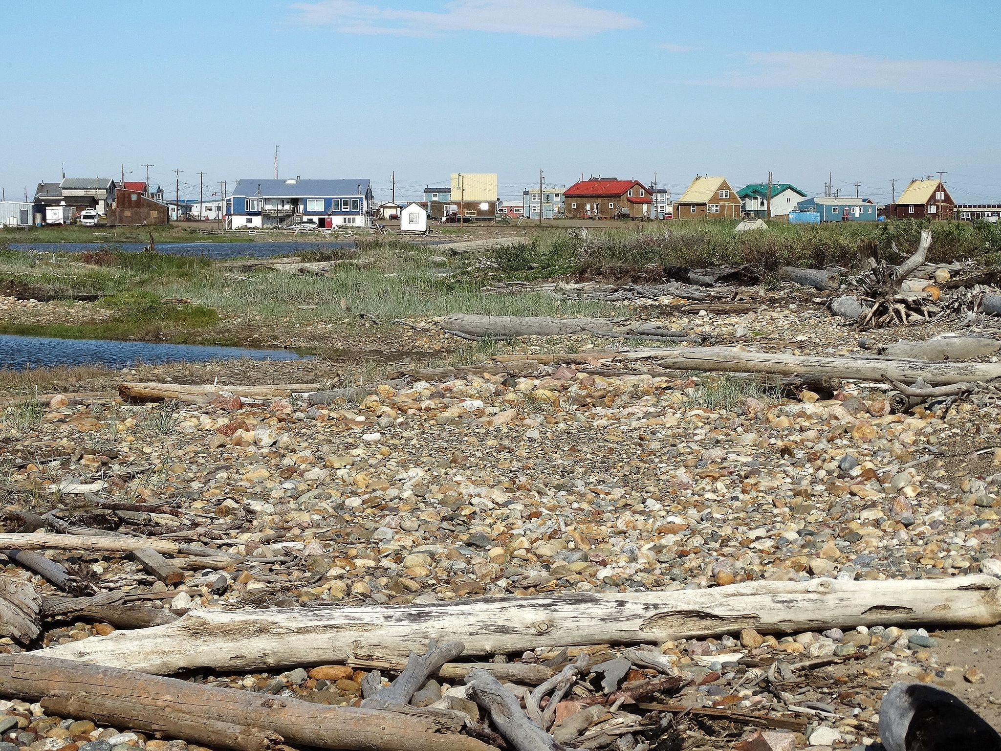 Arctic_Ocean_Shore_and_Settlement_-_Tuktoyaktuk_-_Northwest_Territories_-_Canada_-_01